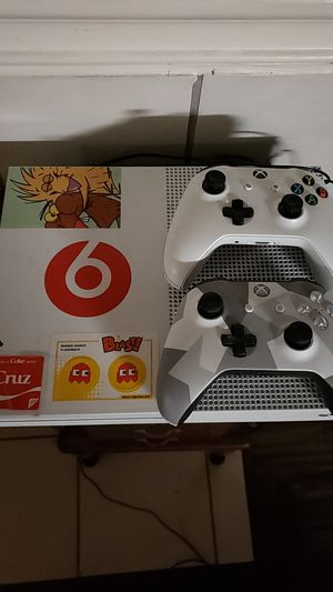 6 Games + headphones and 2 controllers + controller charger for Sale in Irving, TX