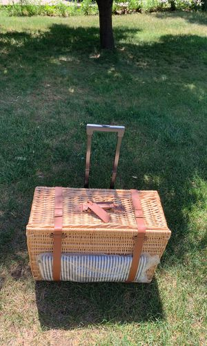 BRAND NEW Mark and Graham Traveling Picnic Basket! for Sale in Evergreen, CO