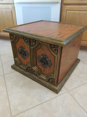 Vintage end table with storage for Sale in Las Vegas, NV