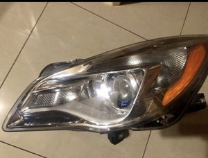Driver side headlight assembly BUICK REGAL for Sale in Oakland Park, FL