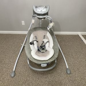 Baby Cradling Swing in Grey for Sale in Wantagh, NY