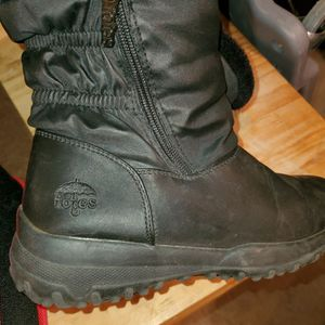 Totes Snow boots 6m Girls for Sale in Las Vegas, NV