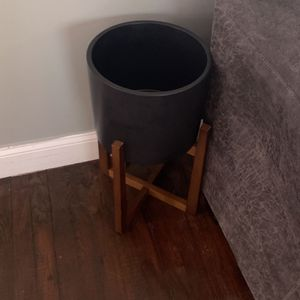 Plant Stand With Pot for Sale in Riverdale Park, MD