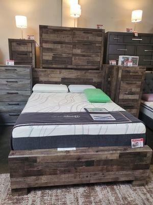 4 PC Queen Bedroom Set (Queen Bed, Dresser, Mirror, Nightstand Included), Multi Color for Sale in Westminster, CA
