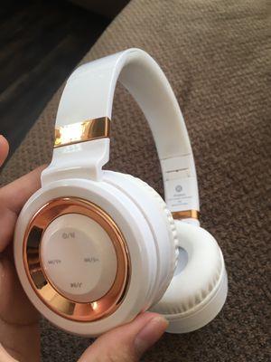 Wireless headphones for Sale in Fontana, CA