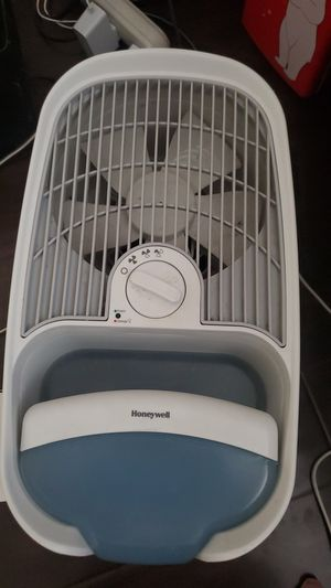 Honeywell HCM350W Cool Mist Humidifier for Sale in Garden Grove, CA
