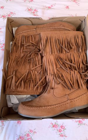 Girls brown boots size 1 for Sale in San Antonio, TX