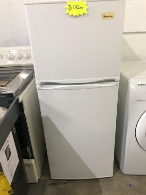 "REFRIGERATOR 24"" Works great and warranty for 3 month Funcionando bien y garantía de 3 meses Delivery and installation available for Sale in Hialeah, FL"