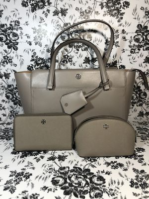 Tory Burch Small Robinson Tote, wallet, & makeup bag for Sale in Johnsburg, IL