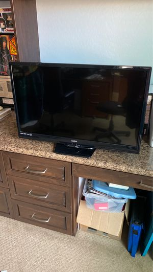 Sharp 32 Inch LCD HD Tv 72Op Like New /Barely Used TV with Remote for Sale in Gilbert, AZ