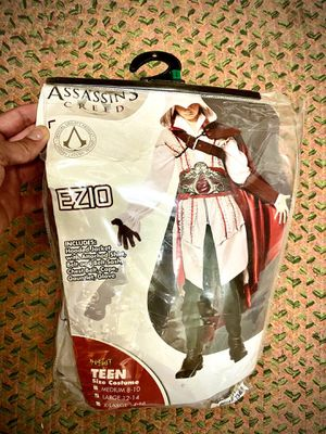 Assassins Creed Spirit Halloween Costume Ezio - used once for Sale in Kingsburg, CA
