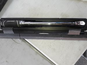 Husky 1/2 in torque wrench price is firm no lowballers no trades for Sale in Fontana, CA