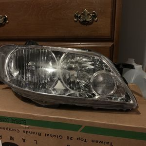 02 Mazda Protege5 Passenger Headlight for Sale in Rockdale, IL