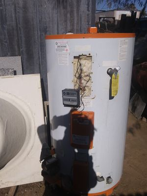 ELECTRIC WATER HEATER for Sale in Glendale, AZ