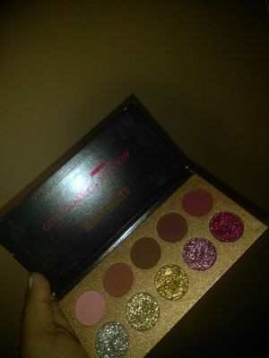 Beauty glazed pallete. for Sale in Tempe, AZ
