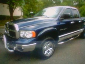carfax 05 Dodge Ram 1500 and drives for Sale in Columbus, OH
