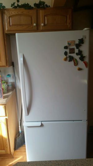 Stove and refrigerator set. for Sale in Cleveland, OH