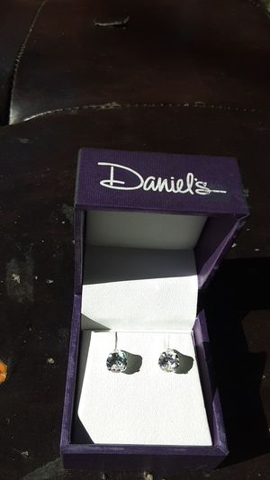 Daniel's diamond earings for Sale in Pomona, CA
