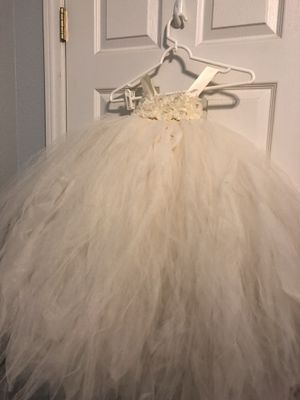 Flower girl tulle dress- new for Sale in Las Vegas, NV
