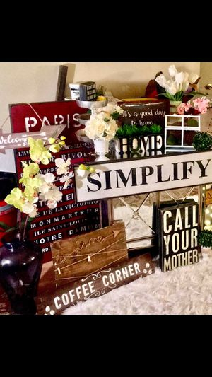 Signs, Topiaries, Flowers With Vases, Mirrors, Burlap Wreath, & Other a Farmhouse as Rustic Items for Sale in Mesa, AZ