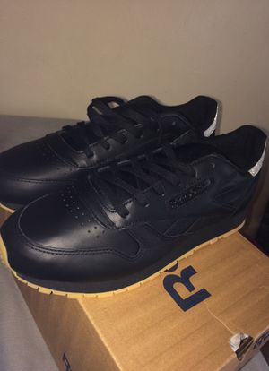 Women's Reebok Classics(Diamond)[Gum Bottoms] for Sale in Cleveland, OH
