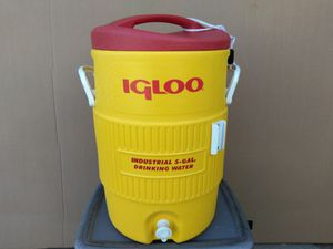 Igloo industrial 5 gal. Drinking water. for Sale in Atwater, CA