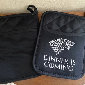 Lot of 2 Pot Holders - Game of Thrones for Sale in Fountain Valley, CA