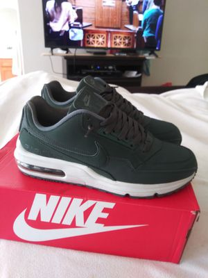 MEN'S SIZE (9) DARK GREEN NIKE AIR MAX LTD 3 **NO TRADES** for Sale in San Leandro, CA