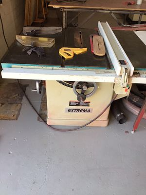 """Extrema. 5 hp 3ph 220v table saw in good conditions very accurate 12"""" blades for Sale in Escondido, CA"""