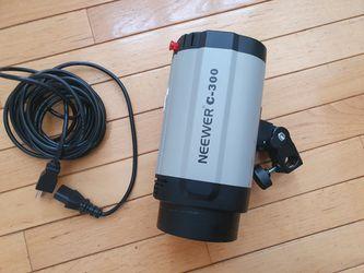 Neewer 300W 5600K Photo Studio Strobe Flash Light for Sale in Princeton,  NJ