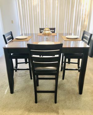 FREE DELIVERY Large Wooden Table w 4 chairs butterfly leaf extension for Sale in Las Vegas, NV
