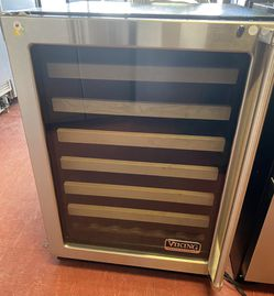 """24"""" Viking Under Counter Wine Cooler for Sale in Arvada,  CO"""