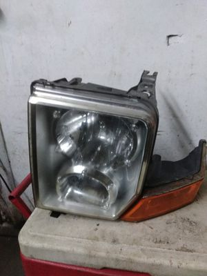 06 Jeep Commander left headlight for Sale in Cleveland, OH