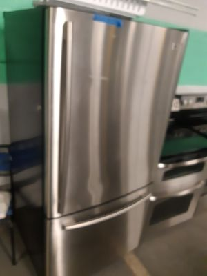LG STAINLESS STEEL BOTTOM FREEZER FRIDGE WORKING PERFECTLY for Sale in Baltimore, MD