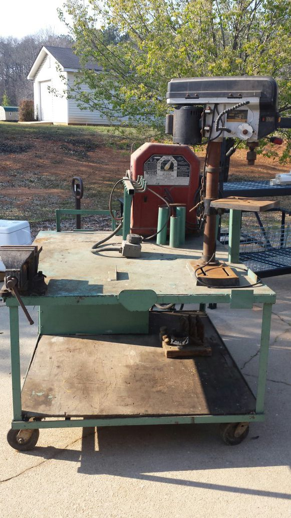 Rolling welder's table and tool bench