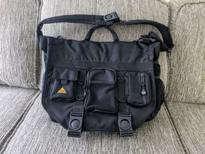BBP Hamptons Hybrid Messenger/Backpack Laptop Bag Black for Sale in Apex, NC
