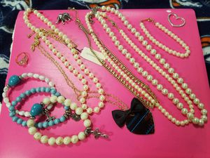 Cute Jewelry Pearl's and brand new aero necklace with tag still for Sale in Arvada, CO