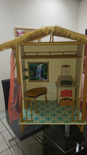 AMERICAN GIRL TIKI BAR IN GOOD CONDITION for Sale in Miami, FL