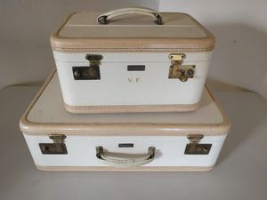 Vintage Bergman luggage suitcase train case with key Welbilt in great condition for Sale in Marysville, WA
