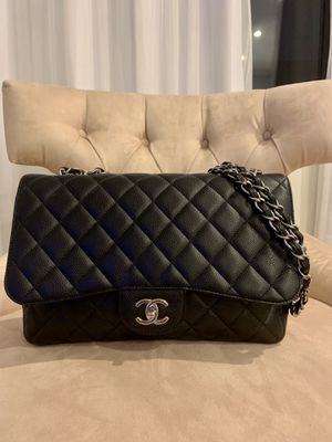 Chanel Single Flap Caviar Jumbo silver hardware 100% authentic for Sale in Queens, NY