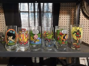 GLASS CUP COLLECTIBLES for Sale in Franklin Park, IL