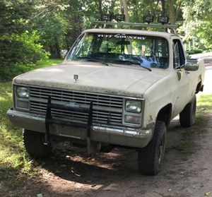 1984 chevy scottsdale 6.2l Detroit th400 4x4 single cab for Sale in Indianapolis, IN