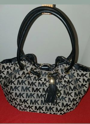 NWT Michael Kors Black Beige Signature Jet Set Ring Tote Hobo Tassel Bag for Sale in Hutto, TX