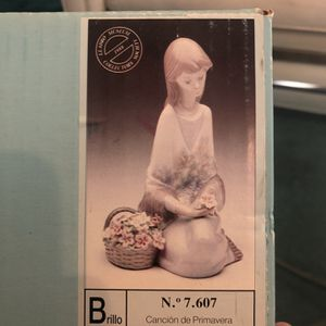 Lladro #7607 Flower song 1988 for Sale in Los Angeles, CA