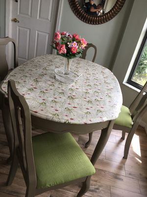 Dining Room Table and chairs for Sale in Tampa, FL