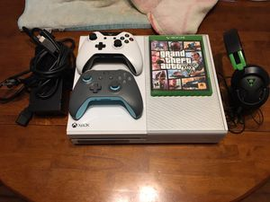 [PRICE NEGOTIABLE] Xbox One w/ Power Cable, 2 Controllers, Headset and GTA 5. for Sale in Arlington, VA