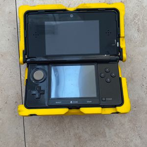 Nintendo 3Ds With Mariocart And Case for Sale in Hialeah, FL