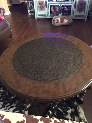 Round coffee table for Sale in Grove City, OH