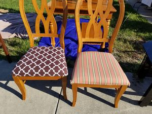 Dining room table and chairs for Sale in Lake Wales, FL
