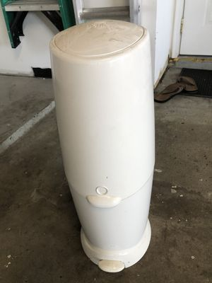 diaper disposal + 1 refill for Sale in Shelby Charter Township, MI